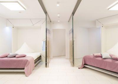 Verwandeln Sie bei Bedarf zwei Doppelbetten hervor...