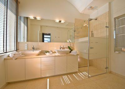 Erfrischend anders ist nicht nur das Duschbad mit Fußbodenheizung