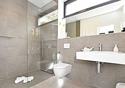 Das moderne und edle Duschbad