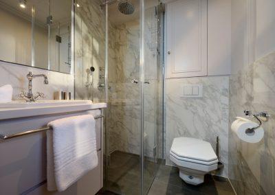 Das edle und moderne Duschbad im Erdgeschoss