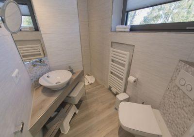 Das Bad en suite 3 mit ebenerdiger Dusche