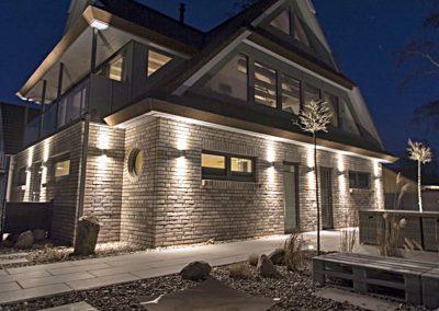 Traumhaft inszeniert: auch bei Nacht erstrahlt die Villa im Rampenlicht