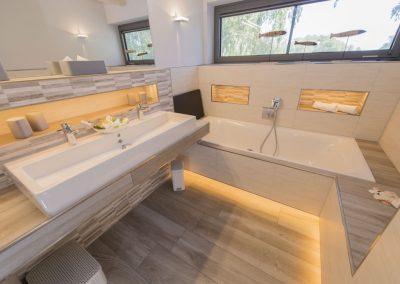 Das 4. Badezimmer mit Badewanne im Obergeschoss