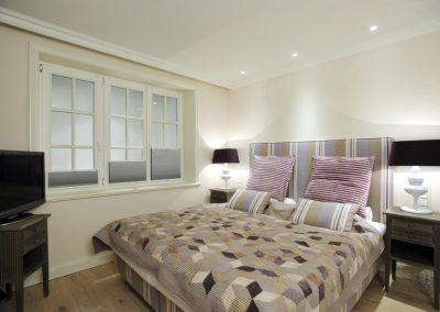 Das vierte Schlafzimmer mit komfortablen Doppelbett