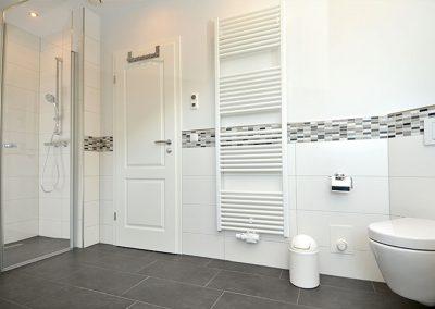 Auf dem Handtuchheizkörper sind die Badetücher immer schön flauschig und warm