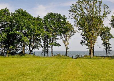 Das 3.000 m² große Grundstück mit Meerblick