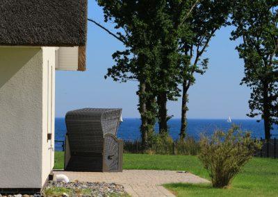 Der traumhafte Ausblick beginnt bereits vor dem Ferienhaus Strandreethus 2 in Lobbe