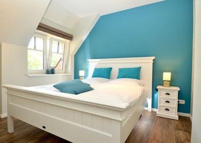 Das Schlafzimmer 3 mit Doppelbett und Meerblick