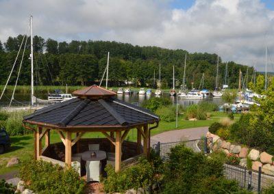 Blick von der Loggia auf den Yachthafen