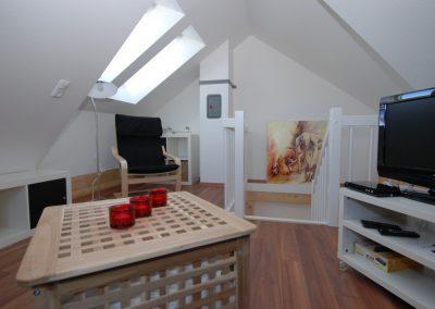 Viel Platz und Freiraum im Dachgeschoss, sowie ein eigener Flatscreen .