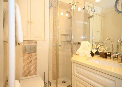 Klein, aber fein: das moderne und exklusive Duschbad.