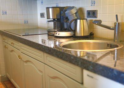 Hochwertige Granitarbeitsplatte und zwei Küchenzeilen