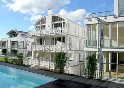 Tolle Villen in Bäderarchitektur reihen sich neben die Villa Johanna.