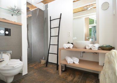 Privatsphäre garantiert dank zwei Duschbäder en suite.