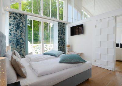 Das 1. Schlafzimmer mit eigenem Flachbildschirm