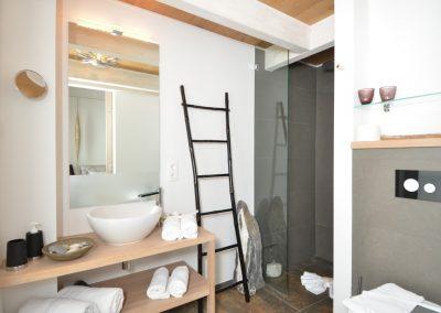 Moderne und edle Duschbäder erwarten Sie.