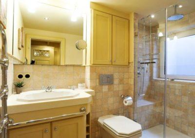 Das edle Duschbad im Warftgeschoss.