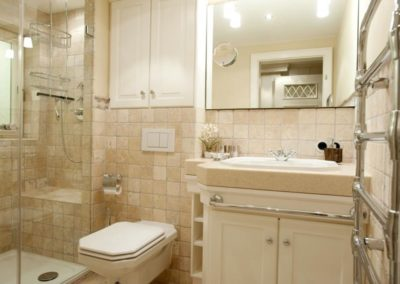 Das Duschbad im Untergeschoss