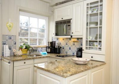 Klein, aber fein. Die Küche mit edler Granitartbeitsplatte