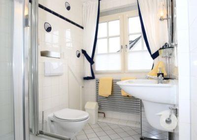 Das zweite Bad ist mit einer Dusche ausgestattet