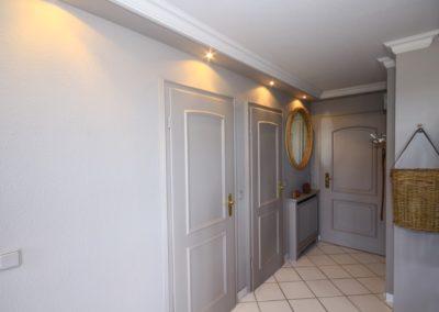 Der Eingangsbereich mit Garderobe