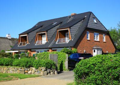 Die Hausansicht mit der Ferienwohnung Lüvwai in Morsum auf Sylt