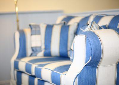 Hochwertige Polstermöbel untermauern das exklusive Feriendomizil