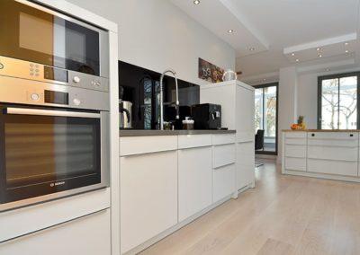 Mit allen Geräten bestens ausgestattet ist die Küche im Penthouse.