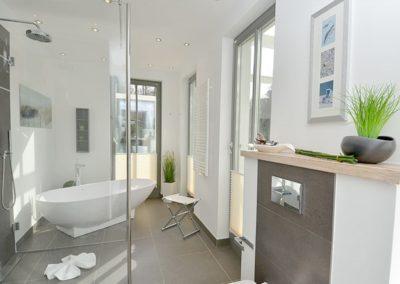 Göttlich entspannen lässt es sich auch in der freistehenden Badewanne