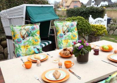 Genießen Sie das Frühstück auf der Terrasse in ruhiger Bestlage