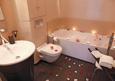Das Badezimmer mit Objekten von Philippe Starck