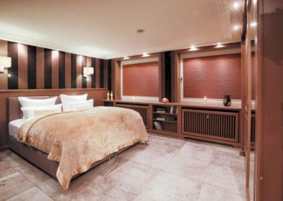 Viel Platz und ein gemütliches Doppelbett für erholsame Nächte