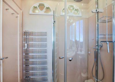 Das exklusive Duschbad mit Handtuchheizkörper