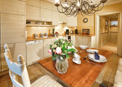 Die Landhausküche mit Geschirrspüler und Waschmaschine von Miele