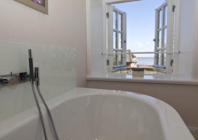 Genießen Sie den Blick aus der Badewanne auf das Wattenmeer...