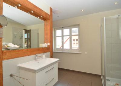 Viel Platz bietet auch das Badezimmer im Obergeschoss.