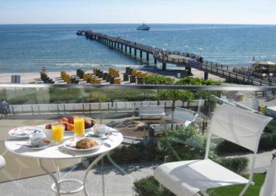 Traumhaft schön ist auch der Meerblick vom Balkon.