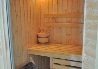 Entspannen Sie in der eigenen Sauna.