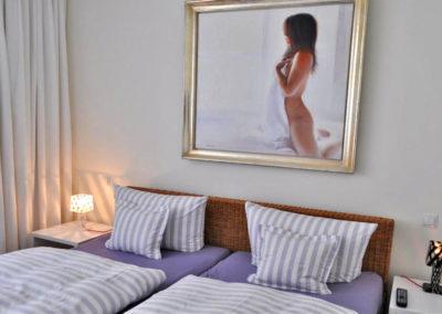 Wohl dem, der in dem komfortablen Doppelbett übernachten darf.