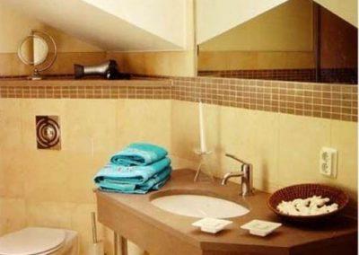 Die Duschbäder sind mit Fußbodenheizung