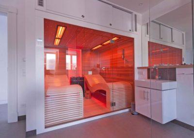 Wählen Sie zwischen finnischer Sauna, Dampfbad oder Infrarot.