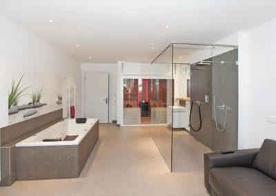 Genießen Sie die Privatsphäre im luxuriösen Wellnessbereich im Penthouse.
