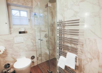 Edler Chromheizkörper für flauschig warme Badetücher
