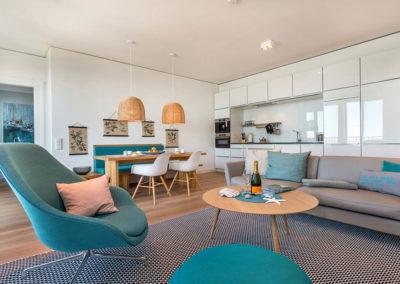 Einladend und modern ist der Wohnbereich gestaltet.