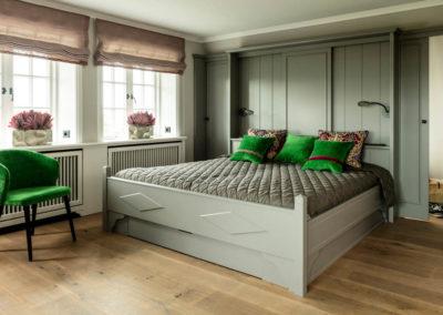 Ein Schlafzimmer mit Wohlfühlgarantie für erholsamen Schlaf.