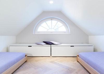 Zwei weitere Schlafmöglichkeiten mit Einzelbetten.
