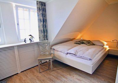Weitere Personen finden im 2. Schlafzimmer im Obergeschoss ihre Nachtruhe...