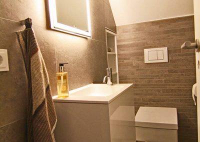 Ein separates WC steht im Dachgeschoss zur Verfügung.