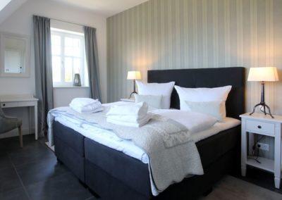 Insgesamt stehen drei Schlafzimmer für bis zu sechs Personen zur Verfügung.