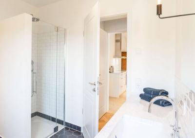 Das helle Duschbad mit Doppelwaschbecken